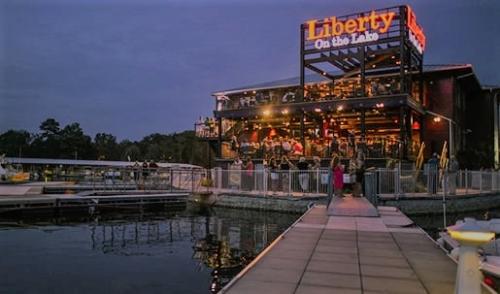 Liberty On The Lake Paint Nite
