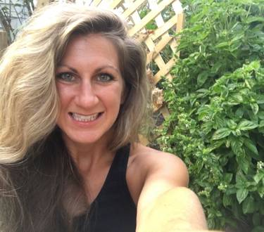 Yaymaker Host Jennifer Hastings located in Orchard Park, New York