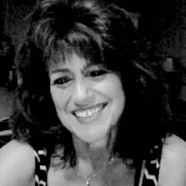 Yaymaker Host Tami Chiarelli located in Fitchburg, MA