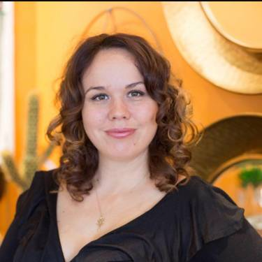 Yaymaker Host Miriam Rennicks (Bilingual Artist) located in Ottawa, ON
