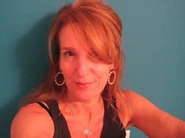 Yaymaker Host Elizabeth Greblerv located in Encino, CA