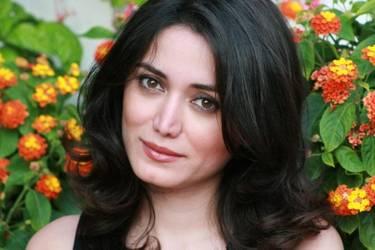 Yaymaker Host Parisa Khalafbeigi located in North York, ON