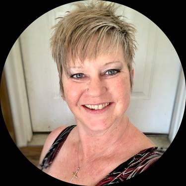 Yaymaker Host Cari Meston located in N DINWIDDIE, VA