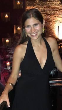 Yaymaker Host Lisa Schoenholt located in CROTON HDSN, NY