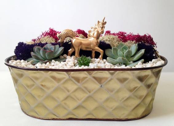 A Gold Unicorn plant nite project by Yaymaker