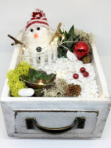 A Snowman Wood Drawer with Fairy Lights plant nite project by Yaymaker