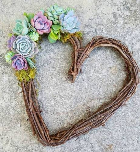 A Succulent Heart Wreath plant nite project by Yaymaker