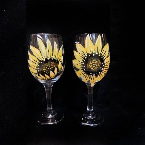 A Sunflower Wine Glasses paint nite project by Yaymaker