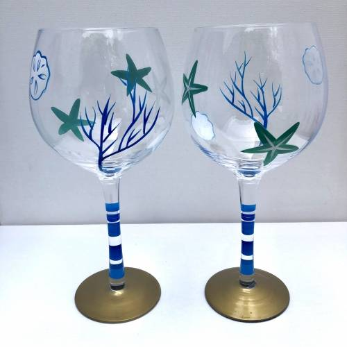 A Under the Sea Stemmed Wine Glasses paint nite project by Yaymaker