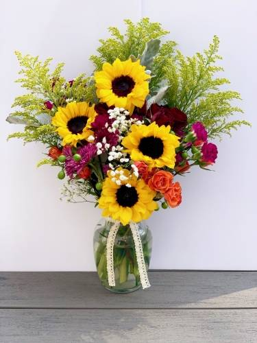 A Sunflower Centerpiece flower workshop project by Yaymaker