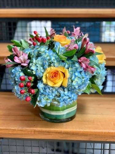 A Hydrangeas And Roses flower workshop project by Yaymaker
