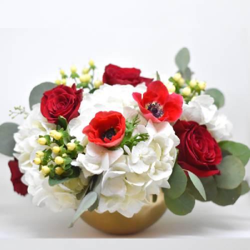 A Winter Warmth Arrangement flower workshop project by Yaymaker