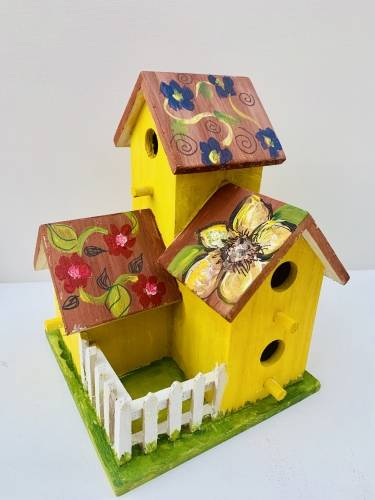 A Create Your Own Birdhouse paint nite project by Yaymaker