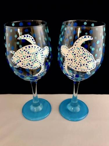 A Sea Turtle Wine Glasses II paint nite project by Yaymaker
