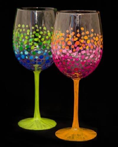 A Colorful Circles Wine Glasses paint nite project by Yaymaker