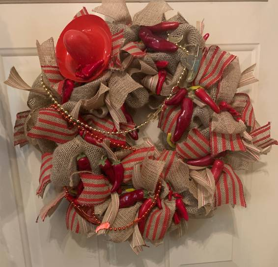 A Red pepper burlap wreath experience project by Yaymaker