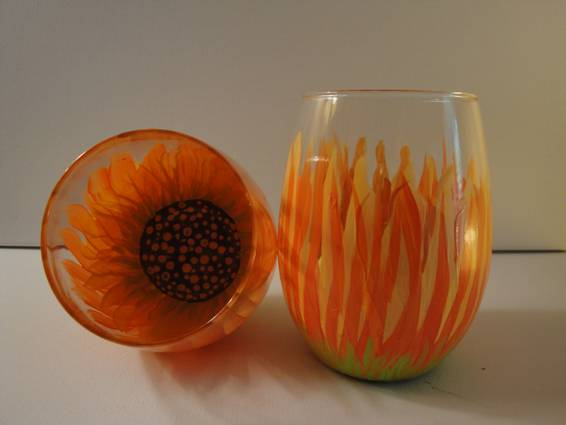 A Sunflower Stemless paint nite project by Yaymaker