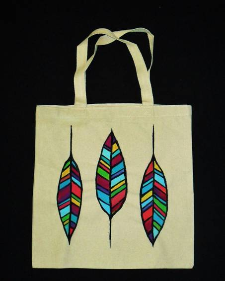 A Feathers Tote Bag paint nite project by Yaymaker