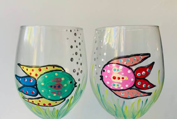 A Kissy Fish Wine Glasses experience project by Yaymaker