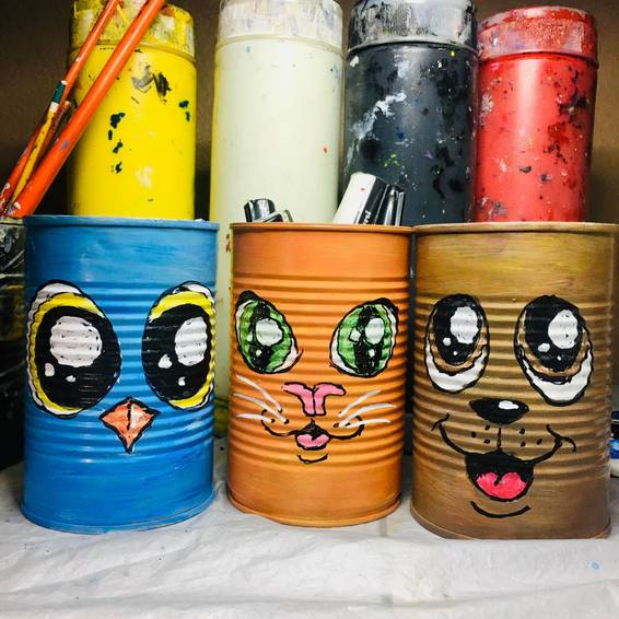 A Upcycled Tin Can Pencil and Brush Holder experience project by Yaymaker