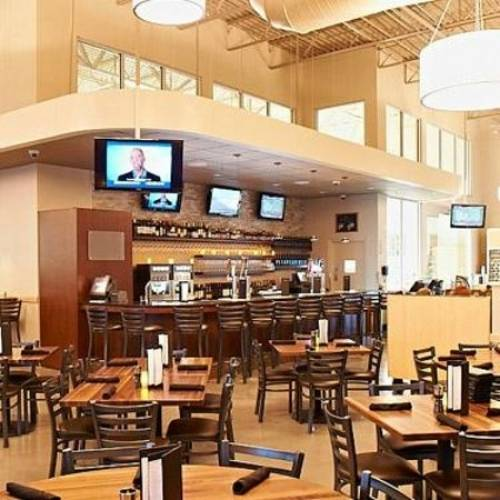 A photo of a Yaymaker Venue called Hy-Vee Market Grille located in Bloomington, IL
