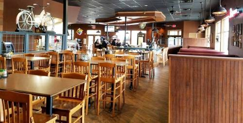 A photo of a Yaymaker Venue called Sammy Perrella's Pizzas & Restaurant (Elk River, MN) located in Elk River , MN