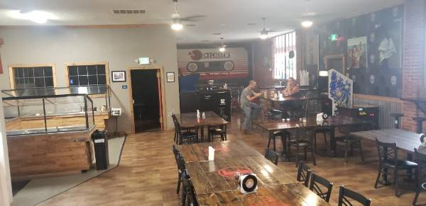A photo of a Yaymaker Venue called Fratelli's Pizza Parlor located in Redding, CA