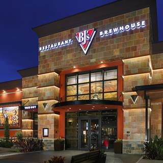 A photo of a Yaymaker Venue called BJs Restaurant and Brewhouse (Green Acre Mall) located in Valley Stream, NY