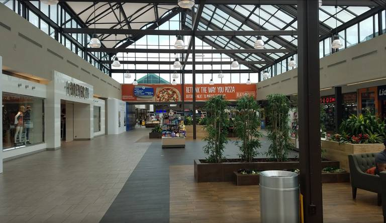 A photo of a Yaymaker Venue called Broadway Commons Mall (Center Court) located in Hicksville, NY