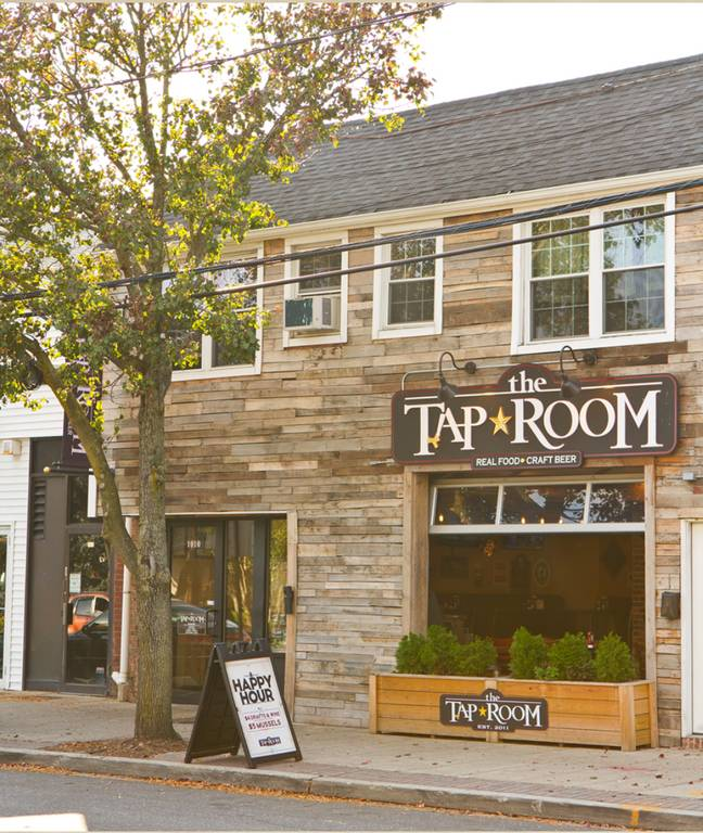 A photo of a Yaymaker Venue called Tap Room Massapequa #teamtavarone located in Massapequa Park , NY