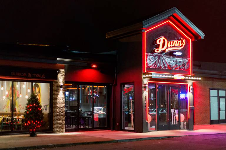 A photo of a Yaymaker Venue called Dunn's DDO located in Dollard-des-Ormeaux, QC